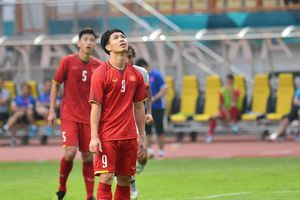 HLV Phan Thanh Hùng: 'Không nên để Công Phượng sút penalty'