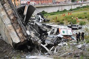 Hàng chục người thương vong trong vụ sập cầu ở Italy