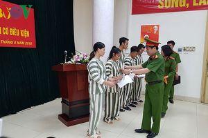 Hà Nội: Tha tù trước thời hạn có điều kiện cho 34 phạm nhân