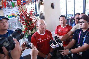 HLV Park cười lớn khi nghe Nepal chơi tấn công trước Olympic Việt Nam