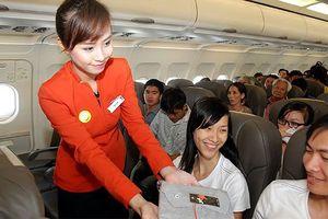 Trả lại du khách nước ngoài gần 300 triệu đồng bỏ quên trên máy bay