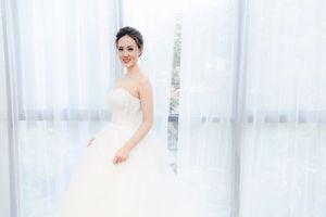 Bạn gái Công Lý diện váy cô dâu xinh ngất ngây