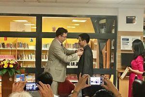 GĐ Sách Nhã Nam nhận Huân chương Hiệp sỹ Văn học và Nghệ thuật của Pháp