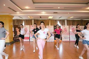 44 thí sinh Hoa hậu Việt Nam 'thả dáng' trước phần thi thể thao