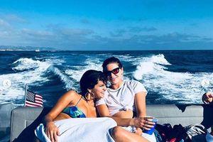 Selena Gomez diện bikini, khoe thân nóng bỏng trên du thuyền