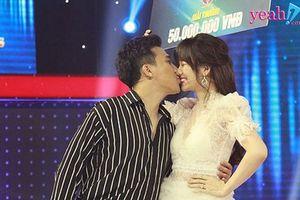 Sự thật không như mơ đằng sau những hình ảnh tình tứ của Trấn Thành và Hari Won trên sóng truyền hình