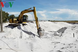 Dân phản đối xây dựng nhà máy chế biến cát gần khu dân cư
