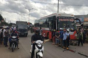 Đắk Lắk: Cụ ông bị xe khách cán chết thảm khi băng qua đường