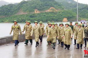 Phó Thủ tướng Trịnh Đình Dũng thị sát việc ứng phó bão số 4 tại Thanh Hóa