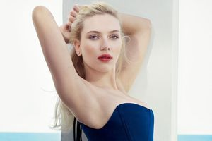Váy áo gợi cảm của nữ diễn viên kiếm tiền nhiều nhất 2018