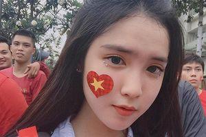 10X lai Việt - Trung được chú ý sau bức ảnh cổ vũ U23 Việt Nam