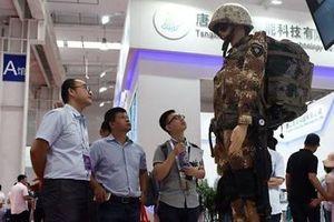 Người máy chiến binh và bác sĩ mang tham vọng robot của Trung Quốc
