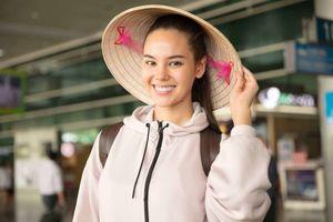 Emily Hồng Nhung đội nón lá cho đương kim Hoa hậu Hoàn vũ Philippines