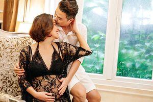 Bầu vượt mặt, Lê Khánh tung bộ ảnh khoe được chồng cưng như trứng mỏng