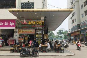 Thùng vữa từ tầng 41 rơi thủng mái che nhà hàng khiến thực khách hú vía ở Hà Nội