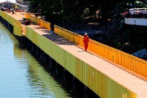 Đường lát gỗ lim ven sông Hương nứt: Những cái lắc đầu