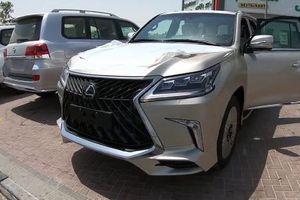 'Đập thùng' Lexus LX570 độ 4 chỗ giá 11 tỷ về Việt Nam