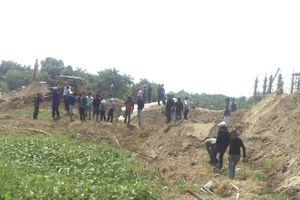 Dân chưa nhận đền bù, đất đã bị nhổ rào làm dự án