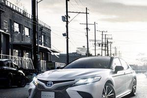 Toyota Camry Sport 2018 hybrid mặt ngầu, 33,4km/lít, giá 772 triệu đồng