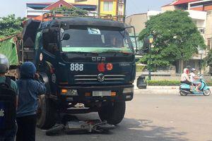 Nữ sinh đi xe đạp điện tử vong sau va chạm với xe tải