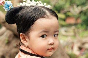 Nhóc tỳ 17 tháng tuổi hóa thân thành Ngụy Anh Lạc má phính đáng yêu
