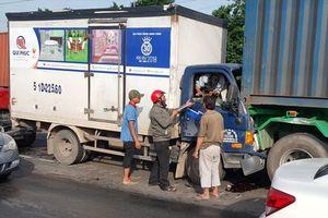 Nghẹt thở cảnh giải cứu tài xế bị kẹt trong cabin sau tai nạn giao thông