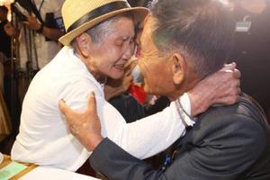 Nước mắt hội ngộ Hàn - Triều