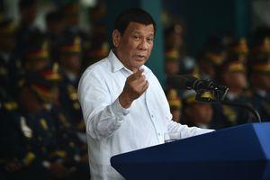 Ông Duterte dọa mang rựa chém nếu Trung Quốc xâm phạm chủ quyền