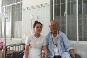 Nghệ sĩ Lê Bình bị ung thư phổi nhưng giấu bạn bè, nằm cùng bệnh viện với Mai Phương