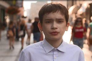 Mắc bệnh hiếm, chàng trai 25 tuổi sống trong hình hài cậu bé tuổi 12