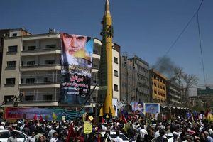 Bị dọa gây áp lực tối đa, Iran cảnh báo đánh cả Mỹ và Israel