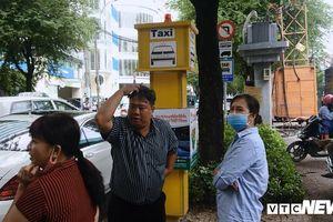 Vì sao các điểm đón taxi cố định ở TP.HCM vắng khách?