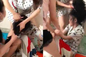 Clip dù đã xin lỗi vì 'không biết có gia đình', cô gái vẫn bị đánh ghen đến chảy máu
