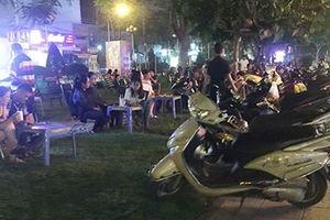 Công viên biến thành quán 'cà phê đèn mờ'