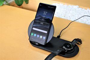 Chi tiết đế sạc đôi không dây của Samsung - thiết kế đẹp, sạc nhanh