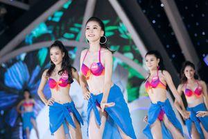 Thí sinh Hoa hậu Việt Nam trình diễn bikini gợi cảm