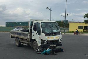 Đối đầu xe tải, 2 người đàn ông chết thảm ở TP.HCM