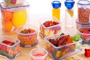 Dùng đồ nhựa đựng thức ăn: Hiểm họa không ngờ