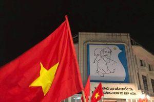 Người hâm mộ cả nước ăn mừng chiến thắng của Olympic Việt Nam tại ASIAD 18