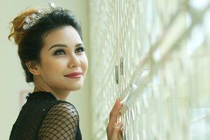 Hoa hậu Trái đất Angelia Ong dành nhiều lời khen cho nhan sắc Việt