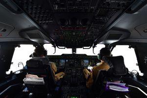 Máy bay quân sự Pháp trình diễn trên bầu trời Hà Nội