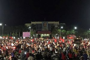 TP Huế: Người dân phấn khích thức thâu đêm mừng Việt Nam chiến thắng