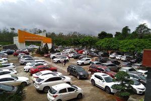 Gia Lai: Họp phụ huynh ở 'trường làng' nhưng xe hơi đậu kín hai bên đường