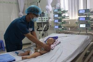 Cảnh báo tình trạng đốt ngải hoặc đắp thóp cho trẻ sơ sinh bị 'mở khóa đầu'