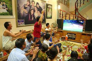 Gia đình Văn Toàn dựng màn hình 'khủng' cổ vũ tuyển Việt Nam