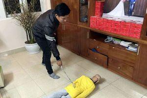 Bố đẻ đánh con trai 10 tuổi gãy xương sườn đối diện mức án nào?