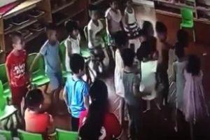 Chấm dứt hợp đồng 3 giáo viên mầm non để trẻ đánh hội đồng bạn