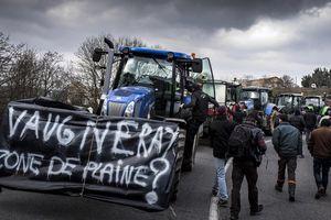 Nông dân Pháp giận dữ biểu tình phản đối bán đất cho Trung Quốc