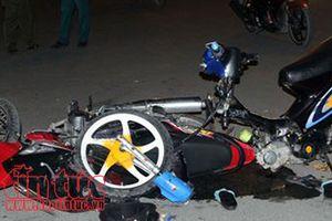 Va chạm xe máy trong đêm, 5 thanh thiếu niên thương vong