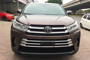 Cận cảnh Toyota Highlander 2018 giá 2,7 tỷ tại Hà Nội